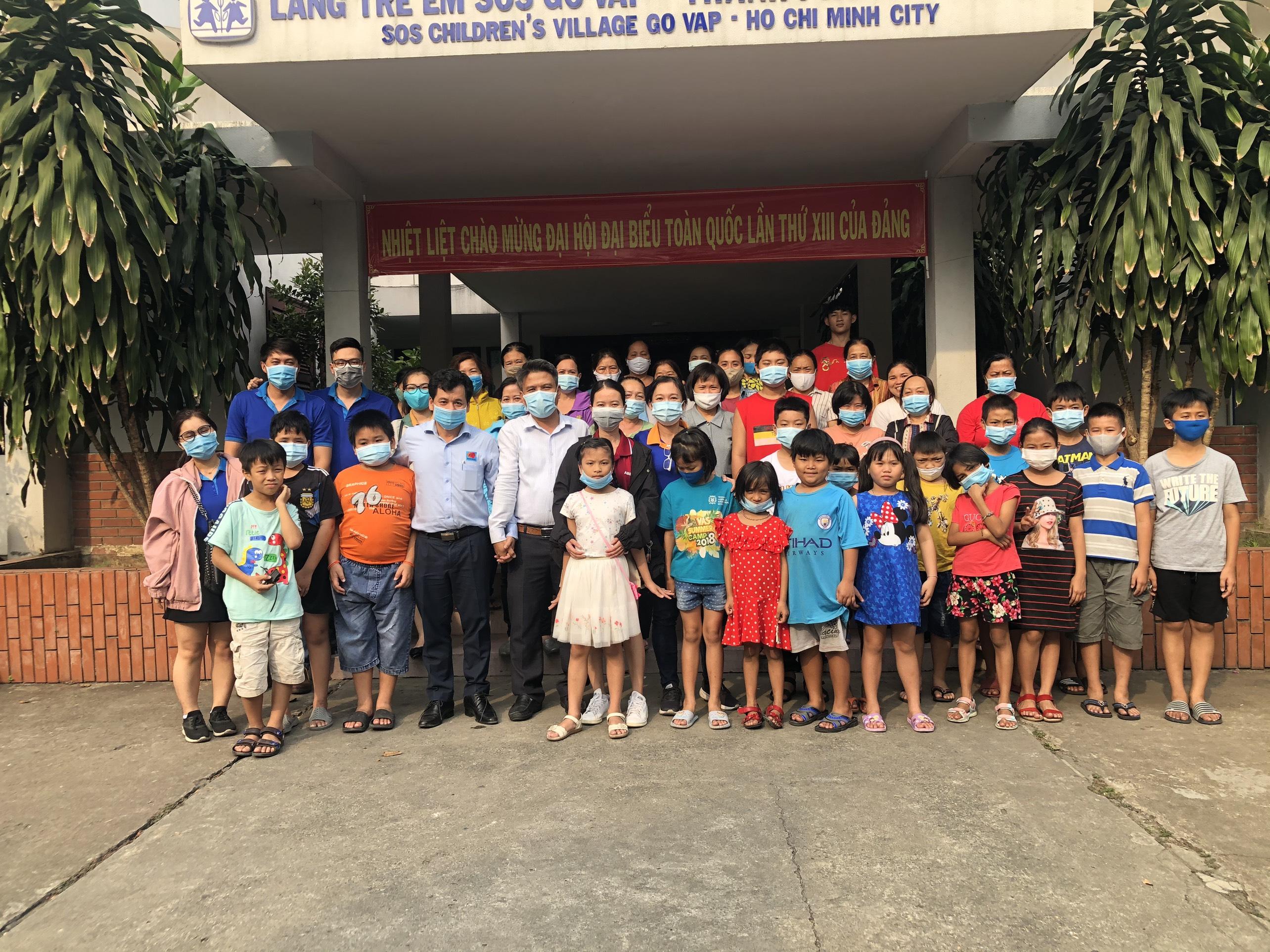 Tặng quà Tết Nguyên Đán 2021 cho làng trẻ em SOS Gò Vấp